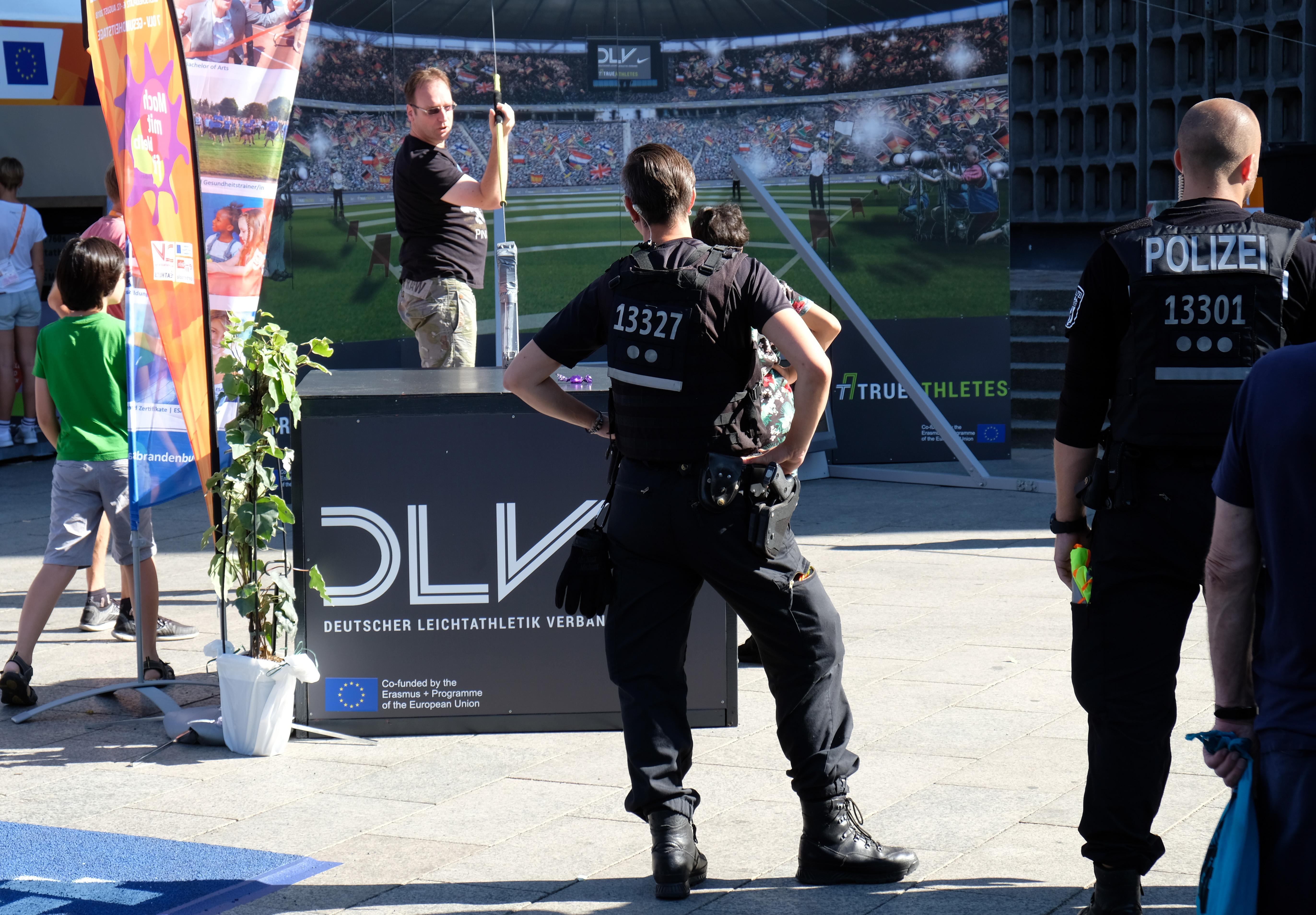 Die Polizei zeigt Präsenz beim Sportfestival am Breitscheidplatz