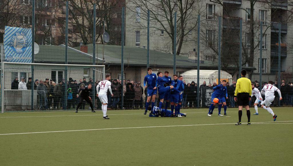 Freistoß für BFC im AOK-Pokal gegen Blau-Weiß 90